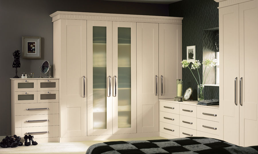 Bella Ivory Warwick fitted Bedroom