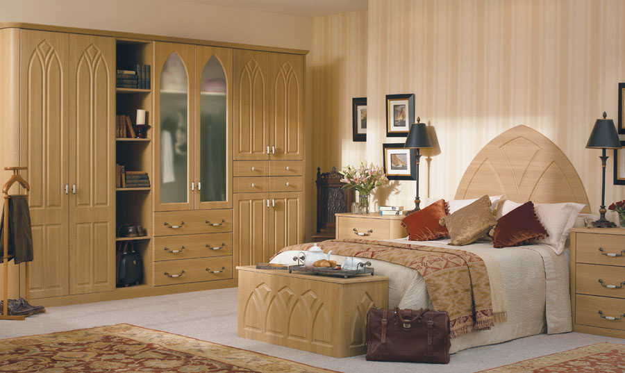 Bella Lissa Oak Gothic fitted Bedroom